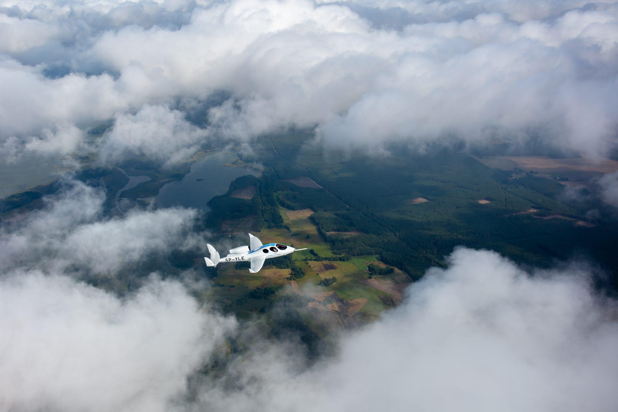 FLARIS LAR 1 MOVIE PREMIERE: JET TAKE OFF, FLIGHT, AND LANDING